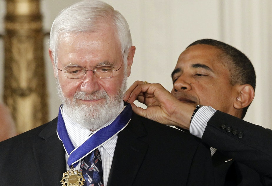 caption: William Foege, former director of the Centers for Disease Control and Prevention, receives the Medal of Freedom from President Barack Obama in 2012.