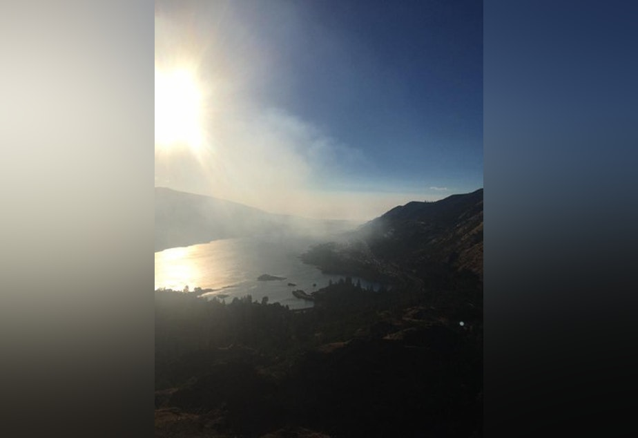 <p>Smoke from a fire near&nbsp;Memaloose State Park fills the Columbia River Gorge.</p>