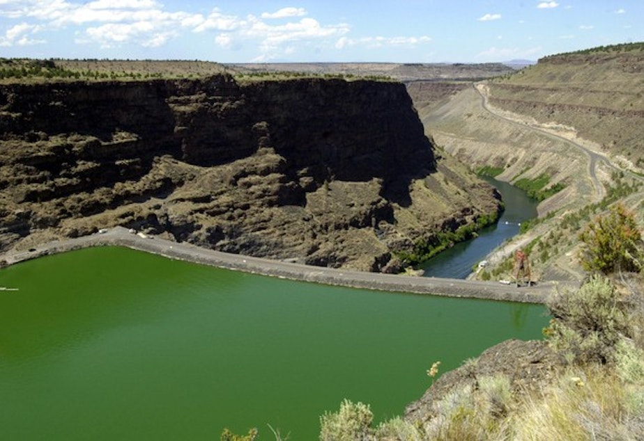 <p>Round Butte Dam holds back the waters of the Deschutes River to form Lake Billy Chinook near Madras, Ore.&nbsp;</p>