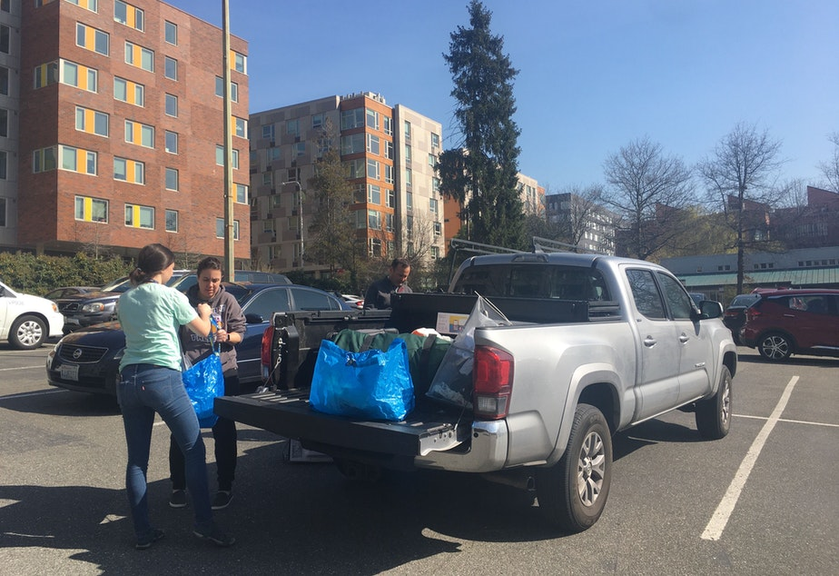 caption: A UW Seattle student and her family pack up her belongings on March 19, 2020.