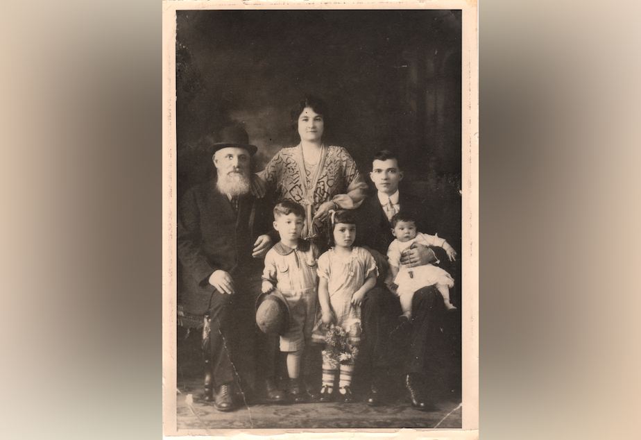 Becky Benaroya (née Benoun) as a child (front center) with her grandfather Yosef, mother Dona, father Judah, brother Sam, and sister Nellie.
