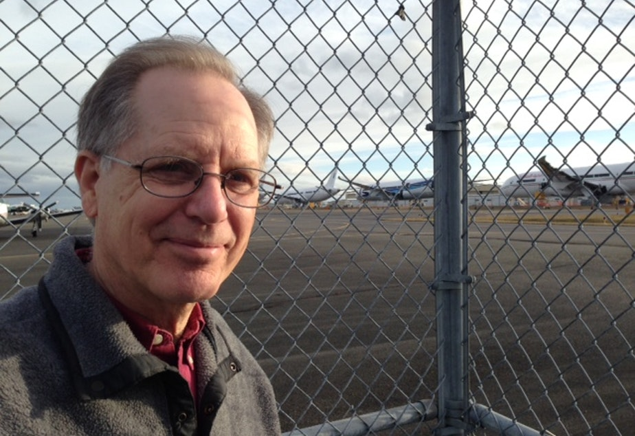 caption: Stan Sorscher of SPEEA observing the undelivered Boeing 787s at Paine Field.
