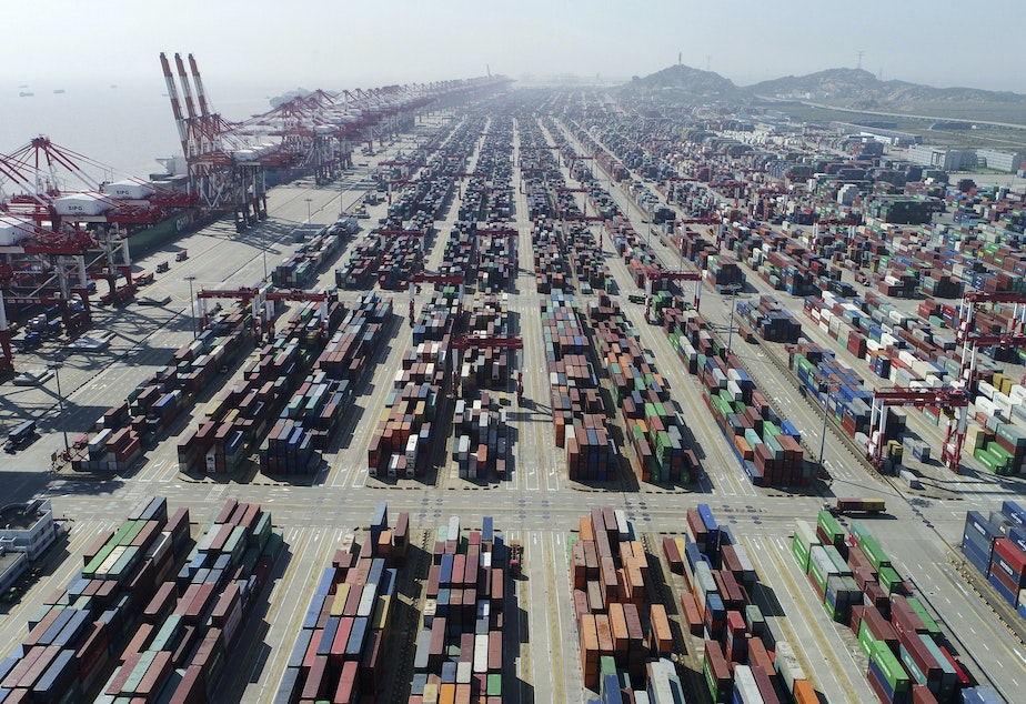 caption: A container dock of Yangshan Port in Shanghai.