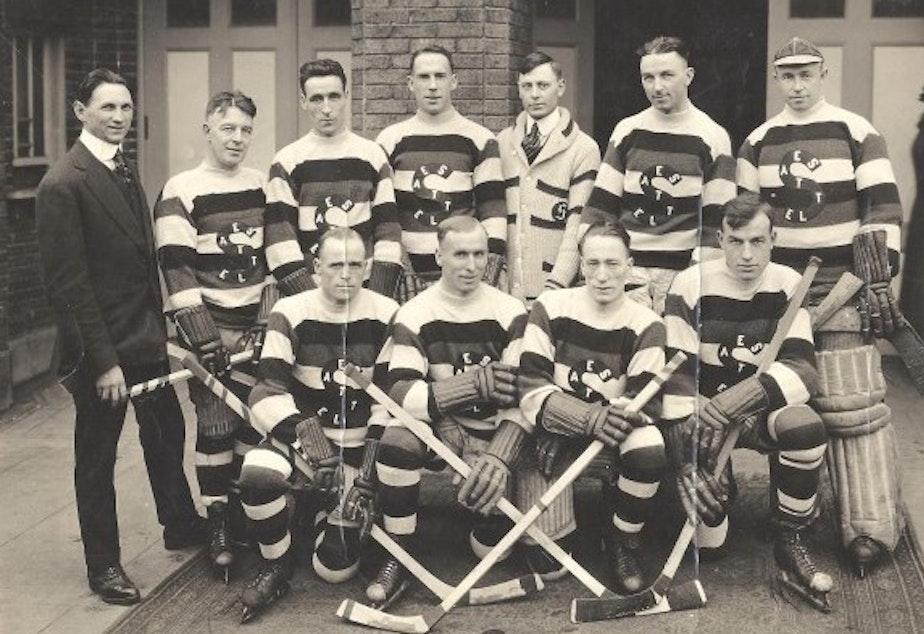 caption: Seattle Metropolitans hockey team, circa 1919