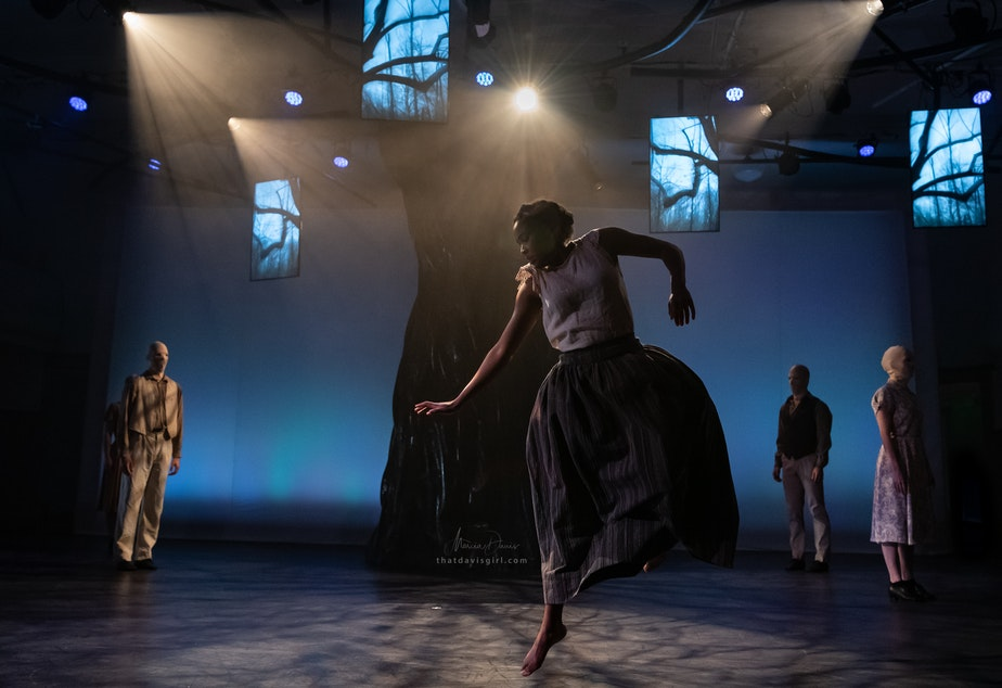 "caption: Nia-Amina Minor with Spectrum Dance Theatre company members in Donald Byrd's ""Strange Fruit"""