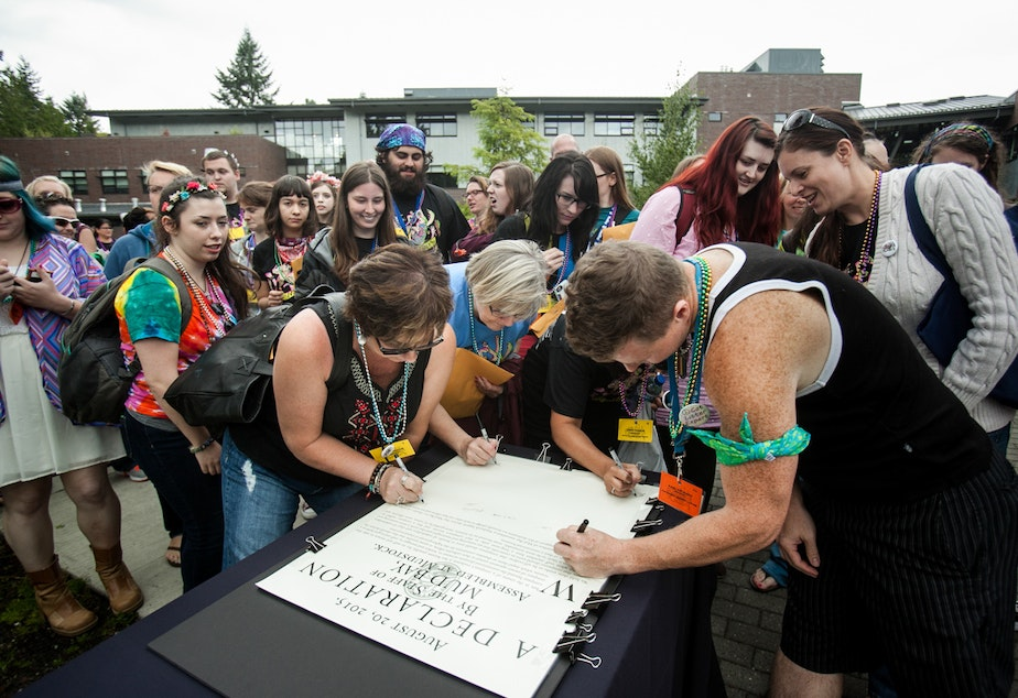 Mud Bay workers sign a 'declaration' of worker ownership during a company meeting on Thursday, Aug. 20.