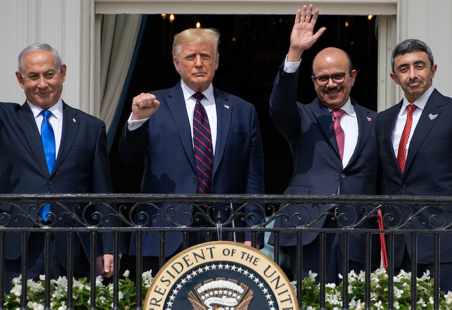 caption: Israeli Prime Minister Benjamin Netanyahu, President Trump, Bahrain Foreign Minister Abdullatif bin Rashid Al Zayani, and UAE Foreign Minister Abdullah bin Zayed Al Nahyan wave from the Truman Balcony at the White House. The group participated in the signing of the Abraham Accords Tuesday.