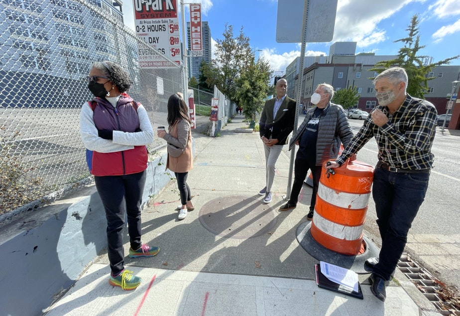 caption: Tom Graff (R) and members of Belltown United meet with school board candidates Michelle Sarju (L) and Vivian Song Maritz (2nd from L) to talk about the proposed school site in Belltown