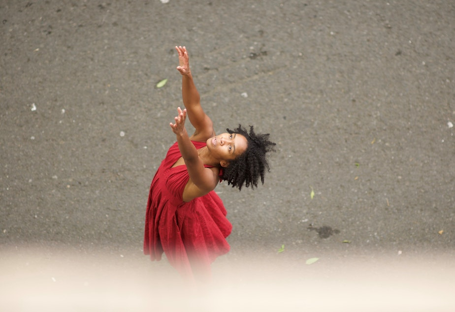 "caption: Nia-Amina Minor in ""Musings,"" created with Amanda Morgan for Seattle Dance Collective, 2020"