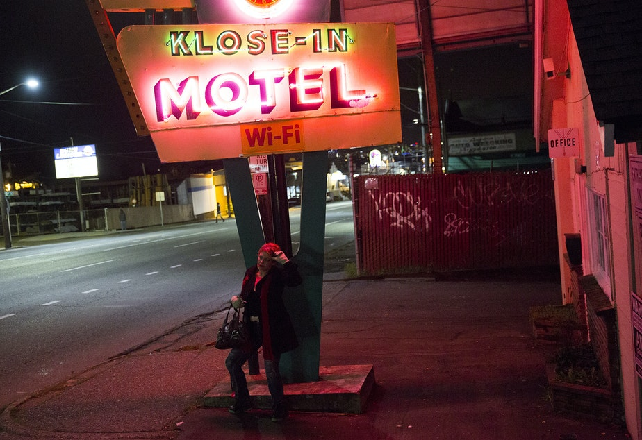 Kuow - Photos One Night On Seattles Prostitution Strip-3307