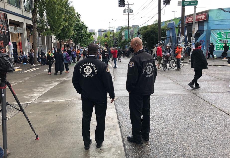 caption: Seattle Fire Chief Harold Scoggins (L) arrives at CHAZ.