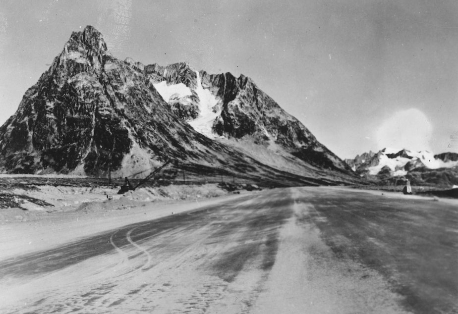 caption: An airstrip constructed by U.S. Army engineers in Greenland, seen in 1944.