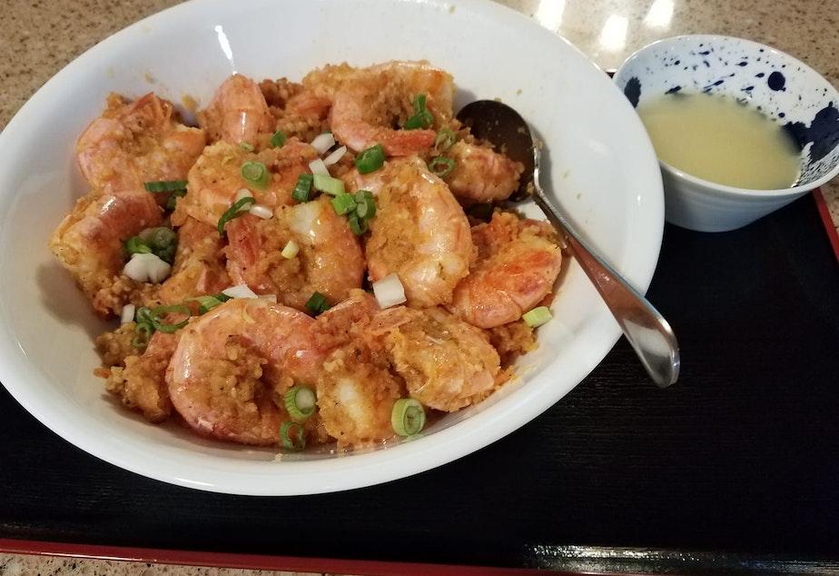 Kahuku garlic shrimp with a side of Macaroni Salad.