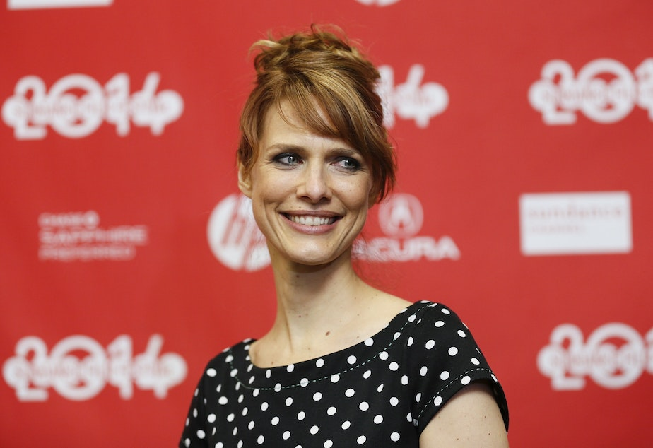"caption: Director Lynn Shelton poses at the premiere of the film ""Laggies"" during the 2014 Sundance Film Festival in Park City, Utah. Shelton, who divided her time between Seattle and Los Angeles in latter years, died on Friday."