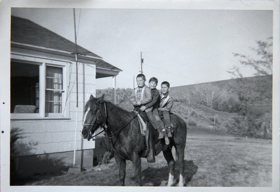 caption: A photograph of Julie with her brothers, twins David and Dale Smith. David was killed along with four others traveling to a rodeo in Canada when the plane they were riding in crashed into Mt. Rainier in July of 1990.
