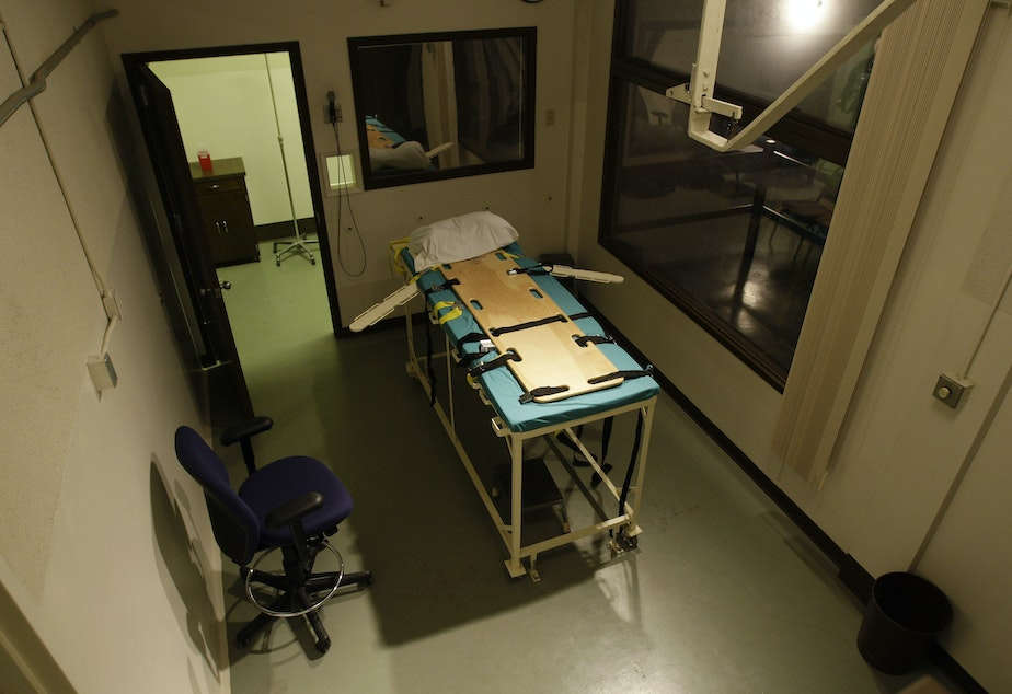 caption: In this Nov. 20, 2008, file photo, the execution chamber at the Washington State Penitentiary is shown with the witness gallery behind glass at right, in Walla Walla, Wash.