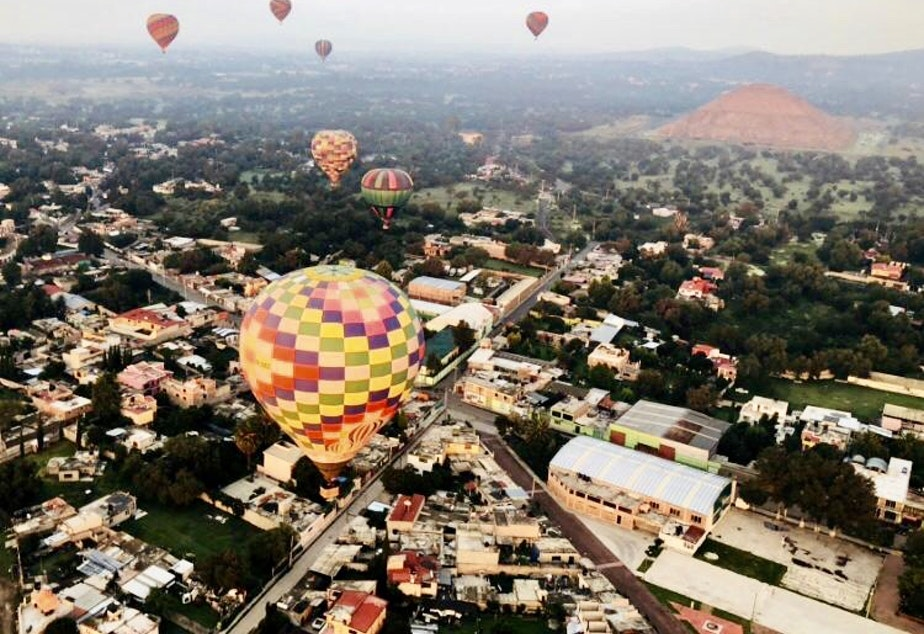 caption: Balloons over Mexico