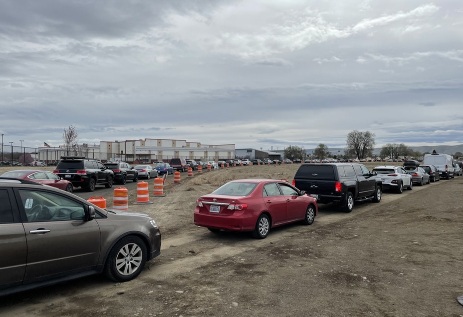 caption: Hundreds of cars wait in line at the FEMA mass vaccination site at the Yakima State Fair Park on April 4, 2021.