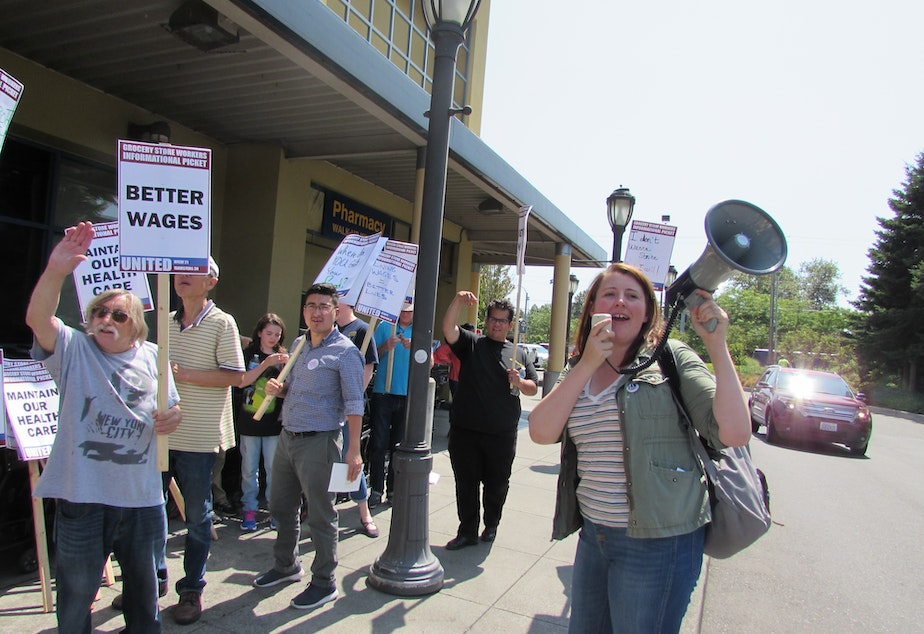 This week Seattle City Council candidate Emily Myers joined informational picketing by supermarket employees with UFCW Local 21.