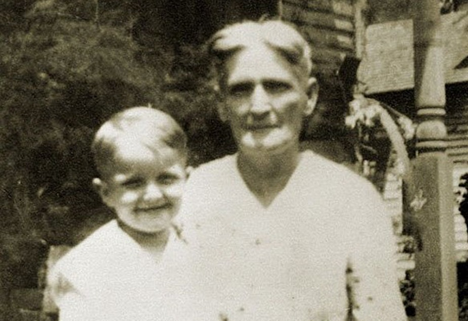Young Truman Capote and his cousin Sook.