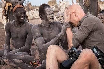 Jimmy with the Mundari in South Sudan. (© Jimmy Nelson Pictures BV)