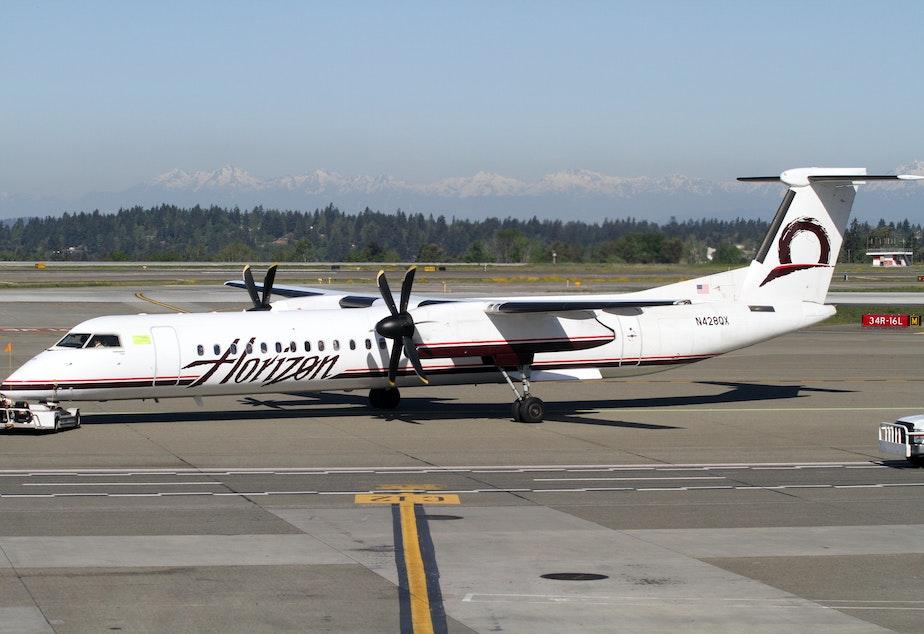 caption: Horizon Air Bombardier DHC8-Q400 at Sea-Tac Airport.