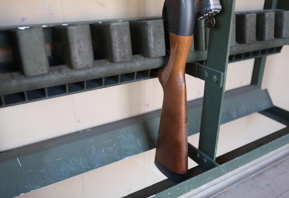 Rifle storage rack