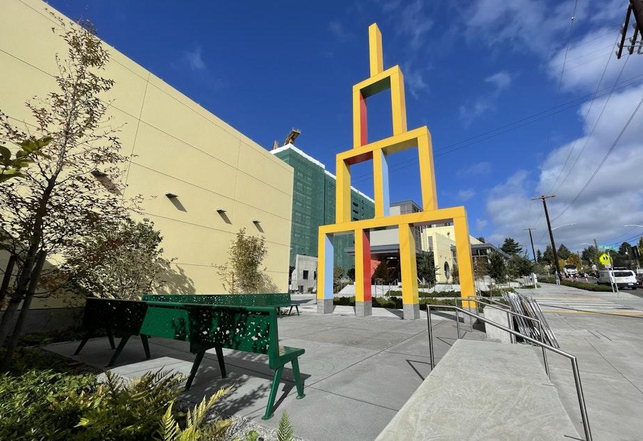 "caption: ""Building Blocks"" and associated plaza at Roosevelt Station"