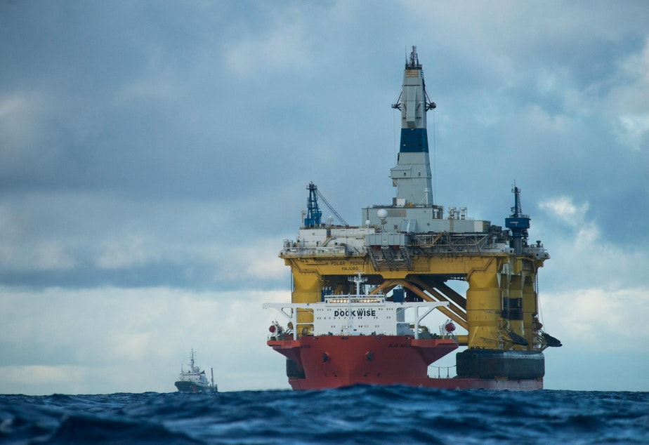 Shell's Polar Pioneer drill rig on its way to Seattle aboard the semisubmersible Blue Marlin.