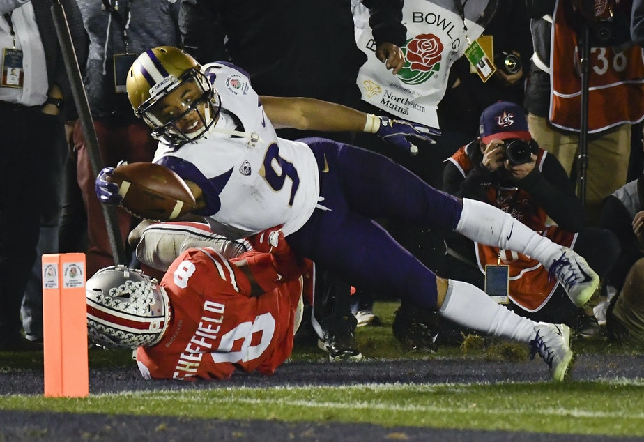 Washington running back Myles Gaskin, top, scores past Ohio State cornerback Kendall Sheffield during the second half of the Rose Bowl NCAA college football game Tuesday, Jan. 1, 2019, in Pasadena, Calif.