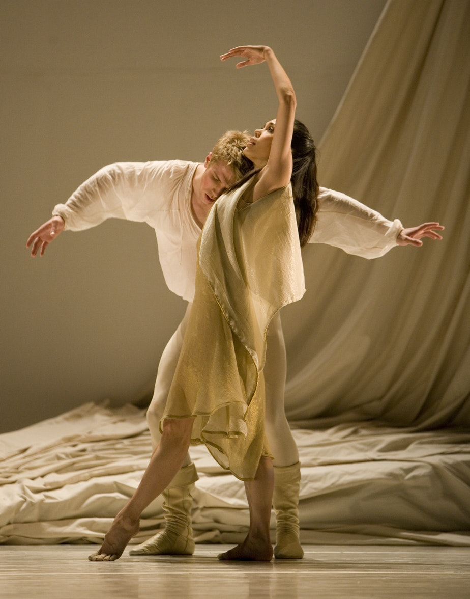 "caption: Noelani Pantastico and Lucien Postlewaite in Jean Christophe Maillot's ""Romeo et Juliette,"" 2008"