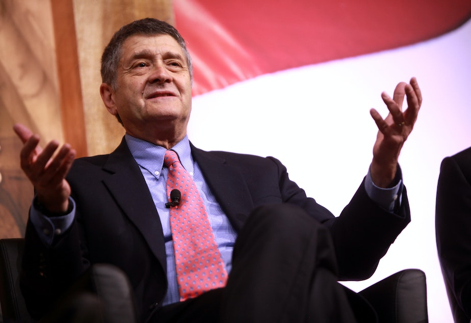 caption: Michael Medved speaking at the 2014 Conservative Political Action Conference (CPAC) in National Harbor, Maryland.