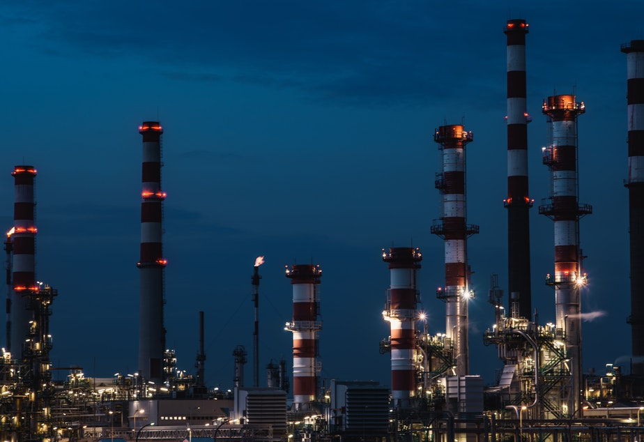 oil refinery fossil fuel gas carbon