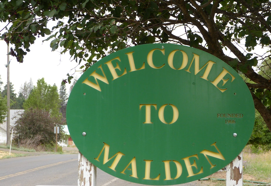 caption: A welcome sign to Malden, WA. Founded in 1906.