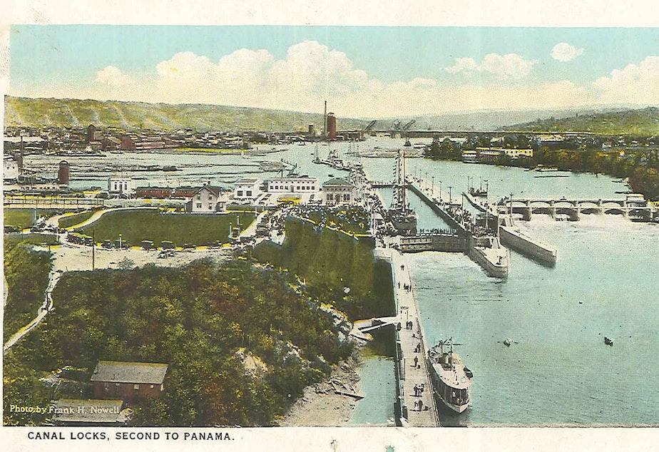 caption: A postcard of the Ballard Locks, 1917